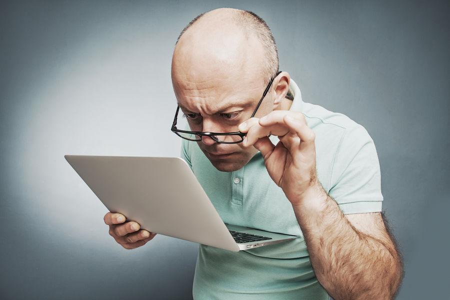 Milyen szemüveglencse segíthet a számítógép előtti munkában 40 év felett