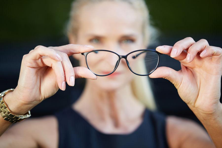 A szemüveglencsék törésmutatója